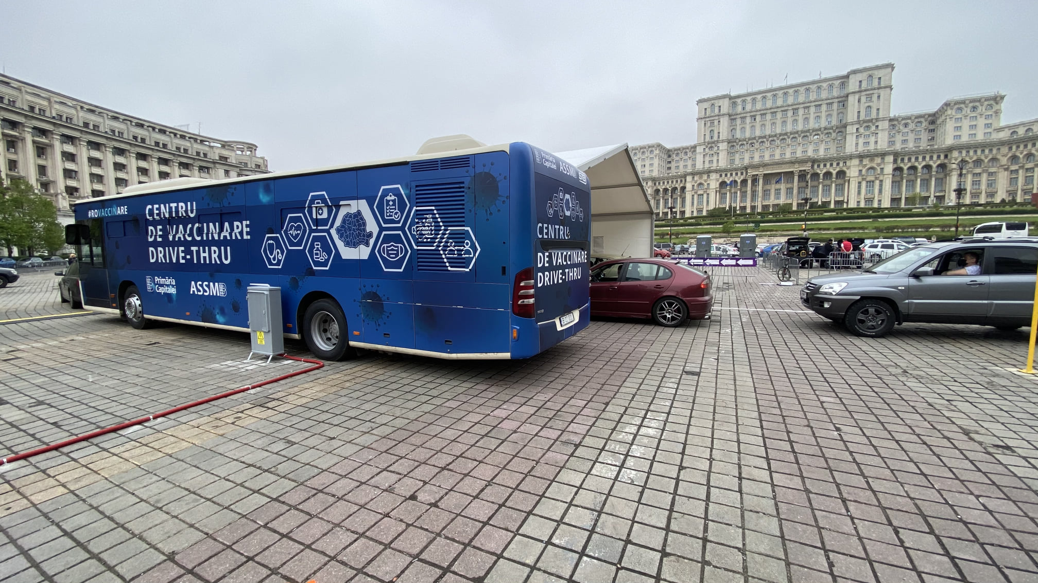 centru de vaccinare drive-through din Bucureşti