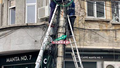 Photo of Toți o știu de frică pe Clotilde Armand. Decizia operatorilor de telefonie, TV și net după somația primarului privind cablurile de pe stâlpii din Sectorul 1