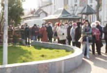 Photo of Sute de oameni la coadă la Policlinica Titan pentru analize gratuite