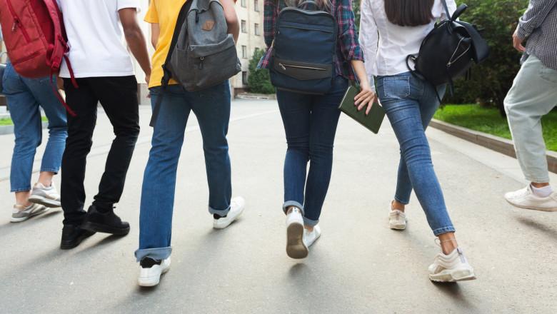 elevii din anii terminali se întorc la școală în format fizic