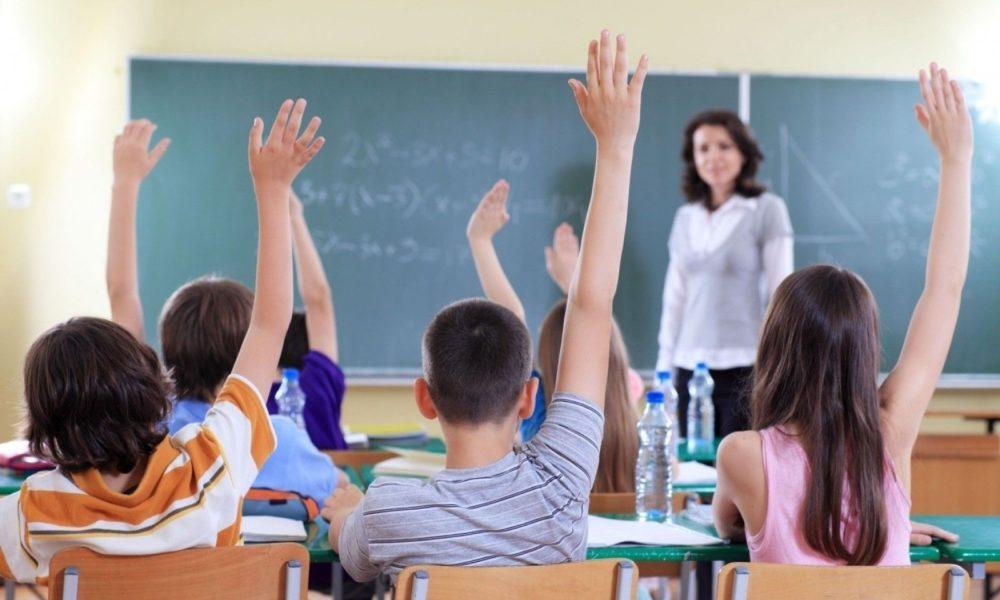 extinderea anului școlar și revenirea la trimestre
