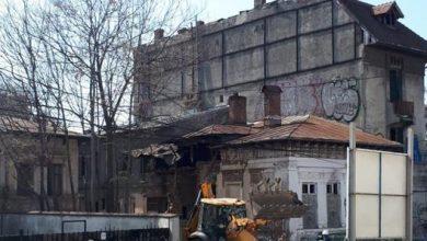 Photo of A început demolarea caselor vechi de peste 100 de ani de pe strada Icoanei. Nicușor Dan a făcut plângere penală