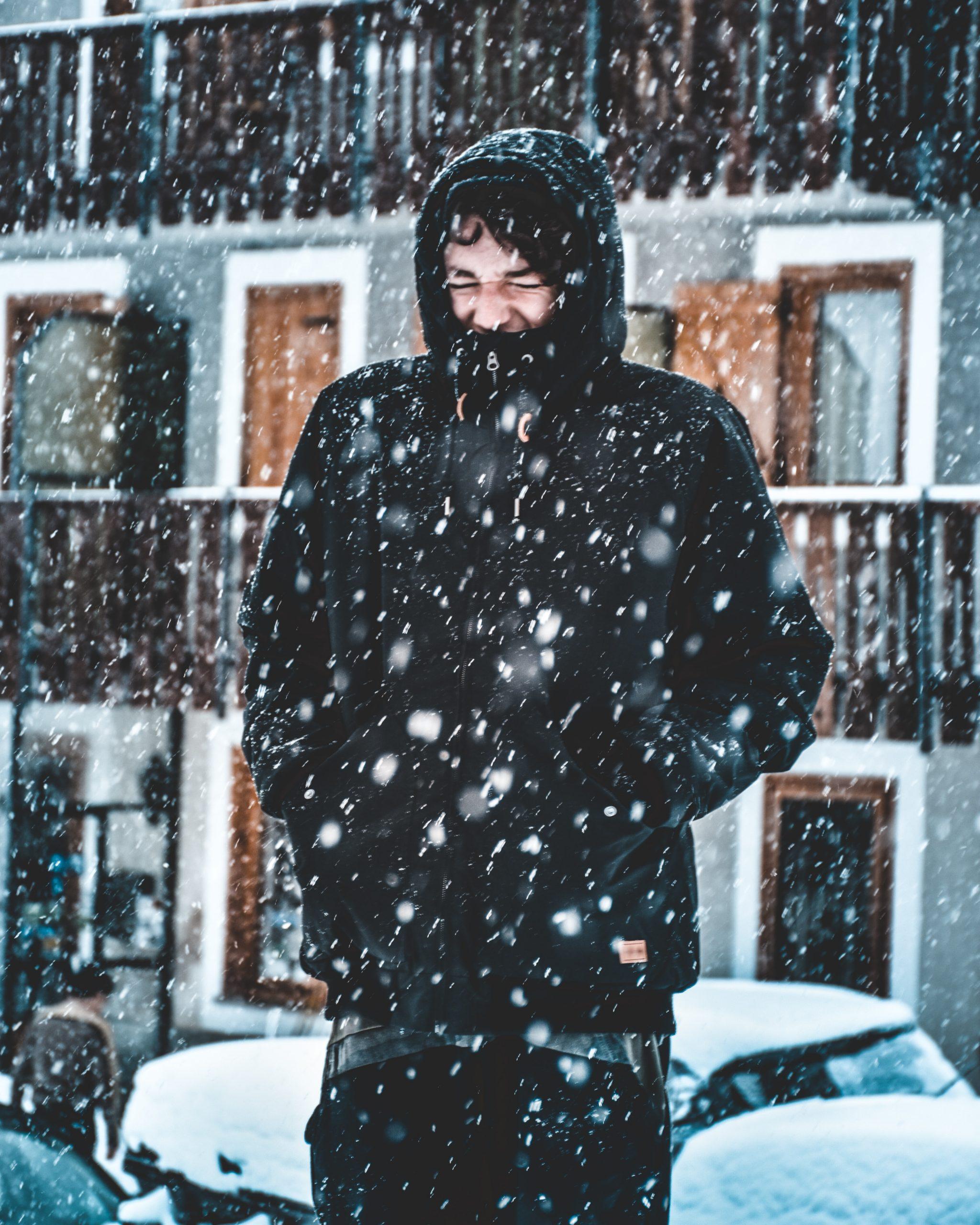 Meteorologii au emis un cod galben de ninsori. Vreme deosebit de rece și în București