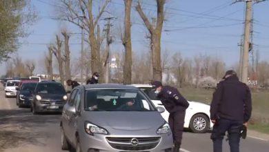 Photo of Pelerinaj la Cernica. Sute de oameni vor să ajungă la mănăstirea Cernica, dar sunt întorși din drum. Coadă de zeci de mașini