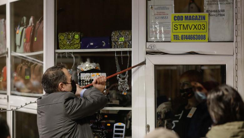 """Continuă demolarea magazinelor de la metrou. Joi, sunt """"luate la ochi"""" cele din stația Pipera"""