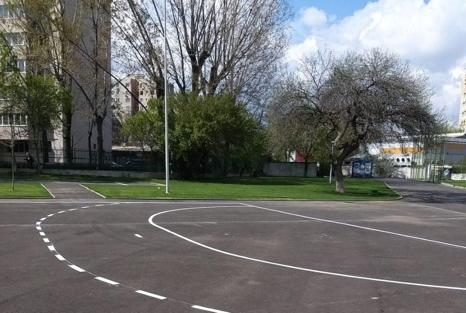 Terenurile de sport din curțile școlilor din Sectorul 6 se redeschid