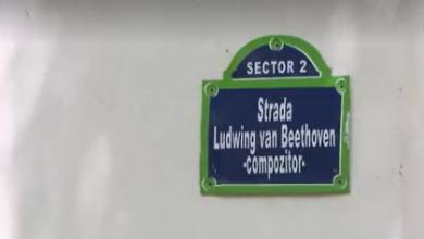 Photo of Plăcuțe cu nume de compozitori celebri, scrise greșit pe străzile Capitalei