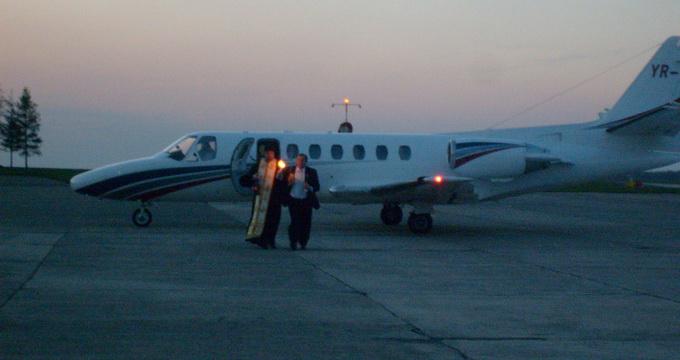 Lumina Sfântă va fi adusă de la Ierusalim sâmbătă seară cu avionul