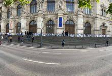 Photo of Portretele victimelor din Colectiv au fost așezate pe treptele Curții de Apel București