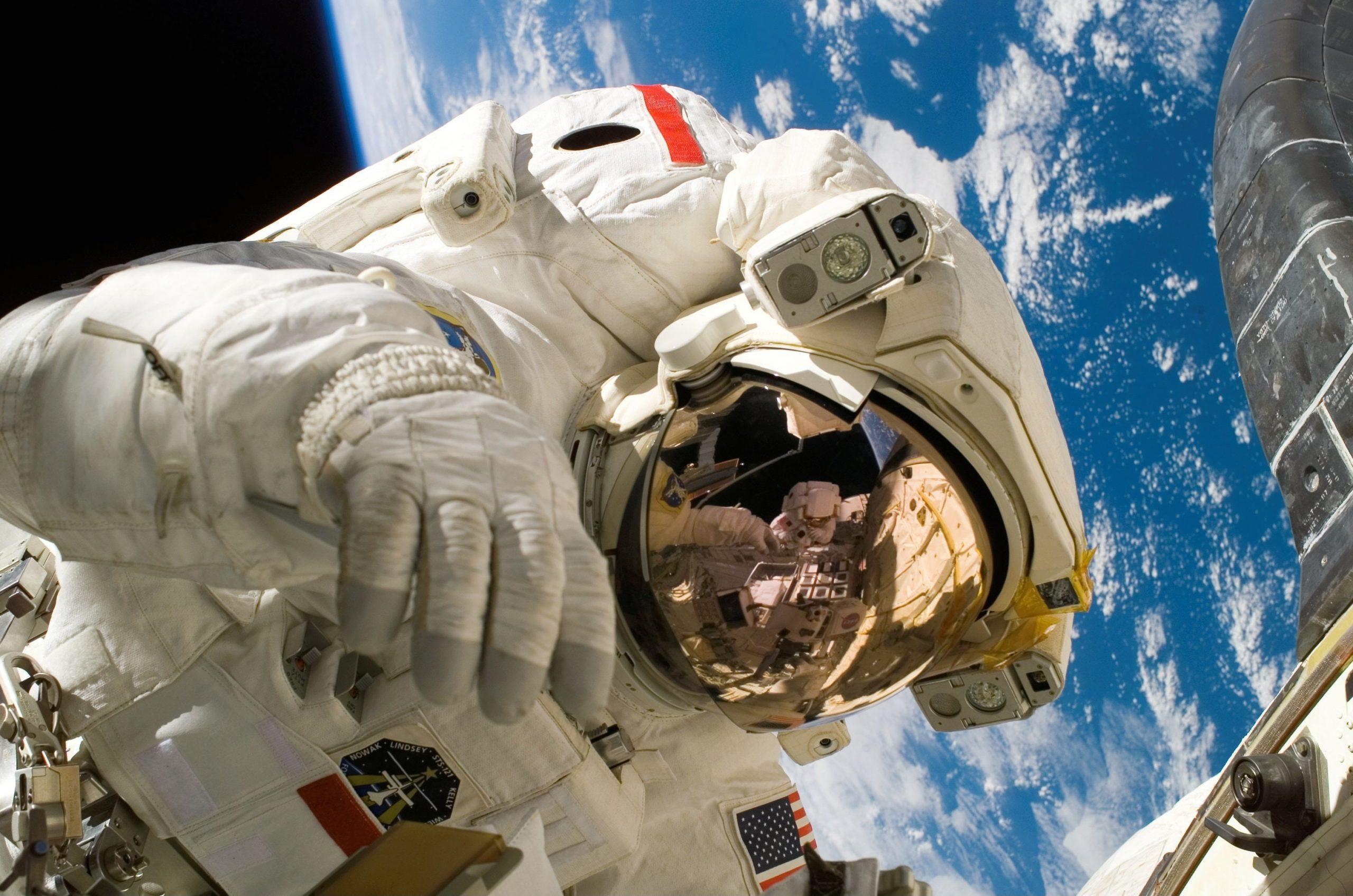 """""""Cosmos 2021"""" la Casa Artelor Dinu Lipatti. Eveniment dedicat cosmonautului Dumitru-Dorin Prunariu"""