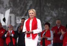 Photo of Viorica Dăncilă a devenit consultantul guvernatorului BNR, Mugur Isărescu. Ce salariu va primi aceasta