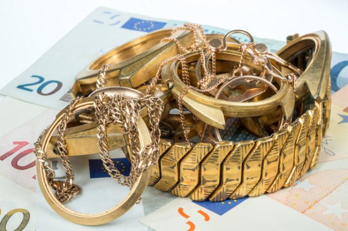 Doi tineri din București ar fi furat bunuri de 130.000 de euro