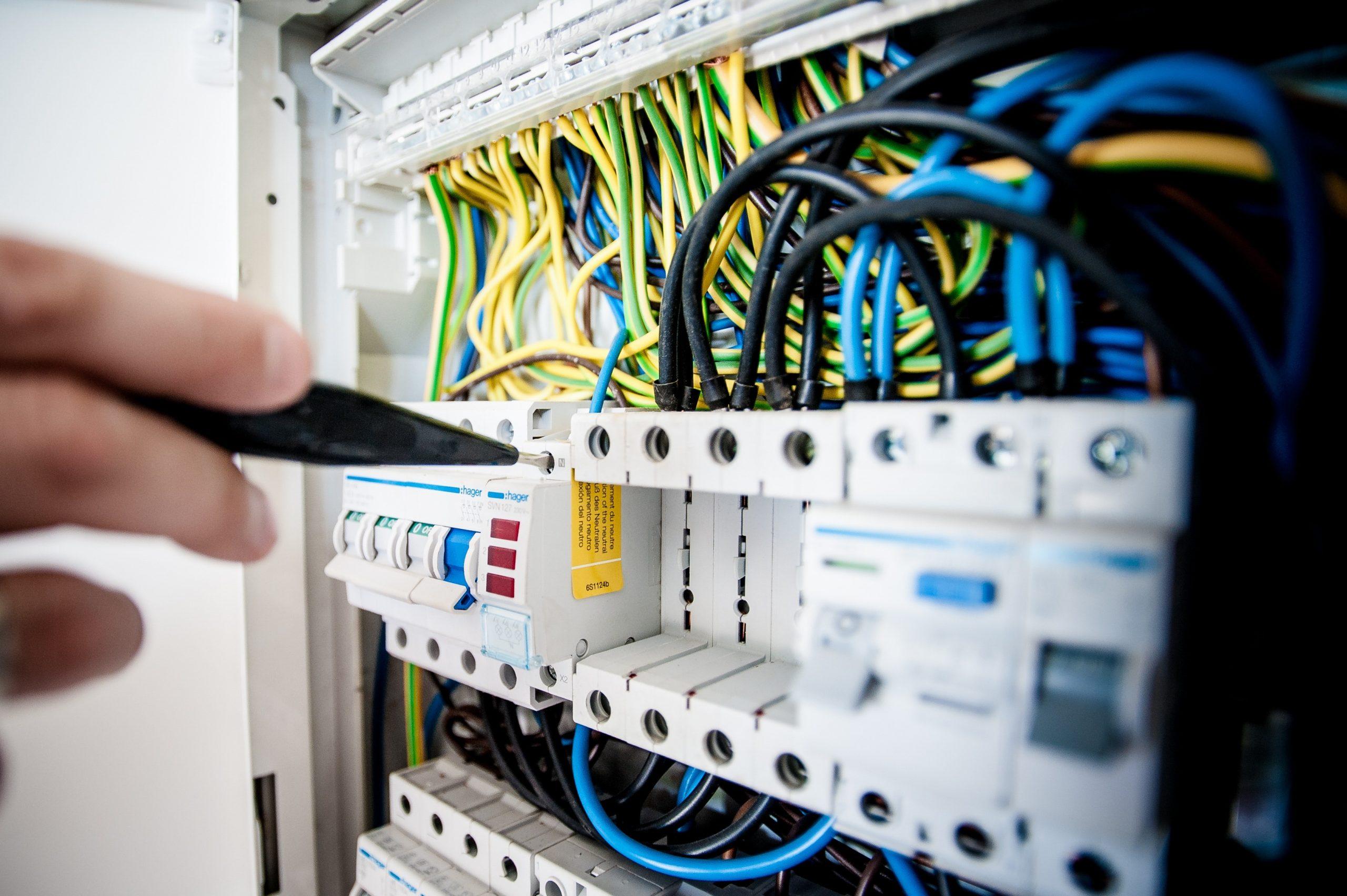 Întreruperi programate în alimentarea cu energie electrică. E-Distribuție Muntenia spune în ce zone au loc