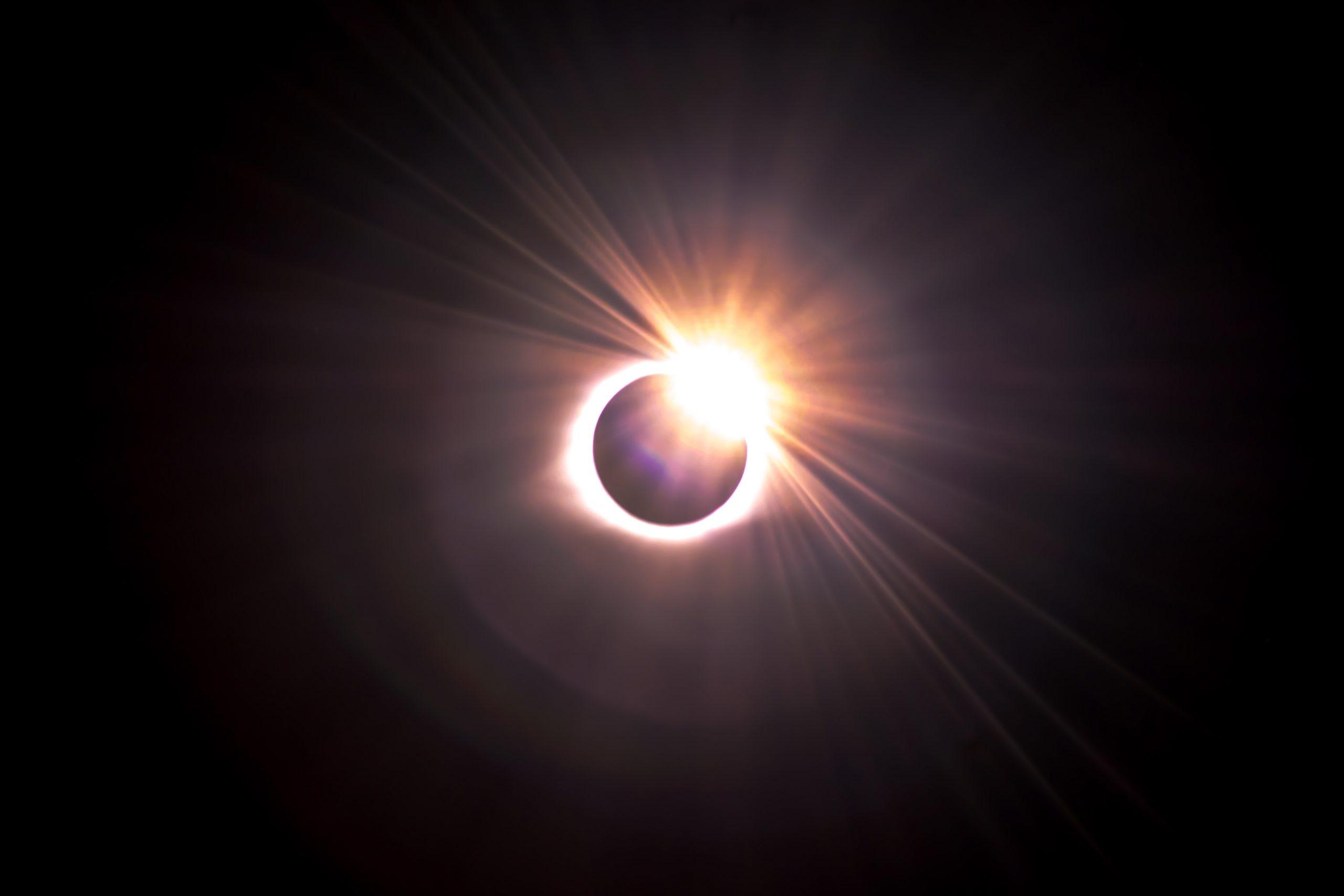 eclipsă parțială de soare
