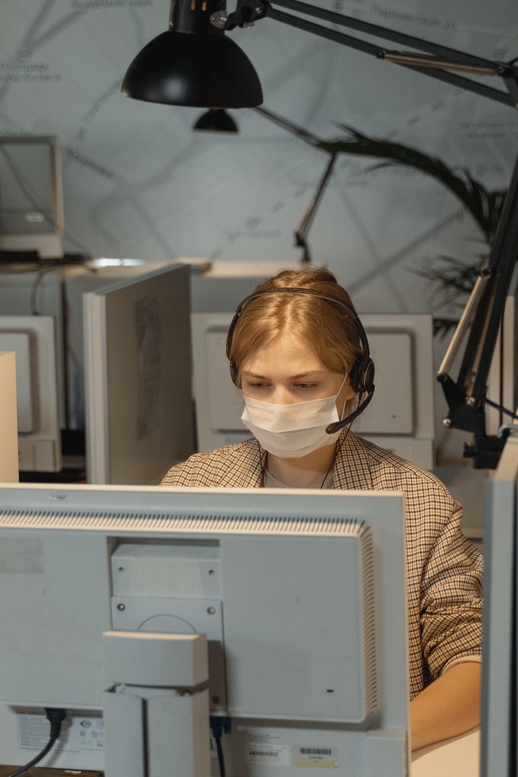Un spital din București a creat o linie call center pentru rudele pacienților internați în secția ATI COVID-19