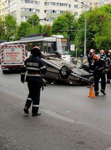 O mașină s-a răsturnat pe șoseaua Colentina