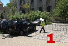 Photo of Nicușor Dan are ori teamă, ori dezgust de portieră: nu o deschide singur, așteaptă să i se deschidă. Cine îl salvează pe edil FOTO