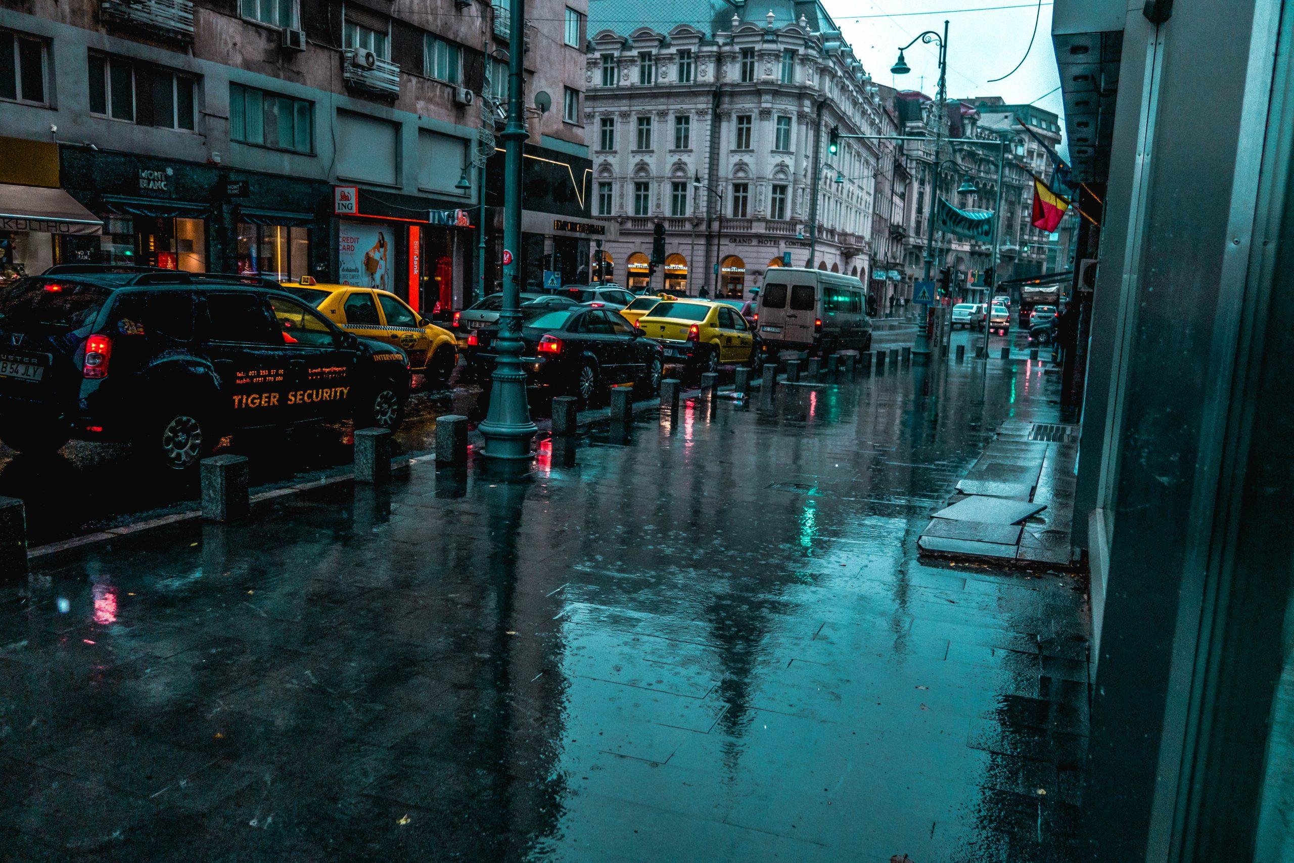 Ploaia a dat traficul din București peste cap. Toate intrările spre Capitală sunt blocate