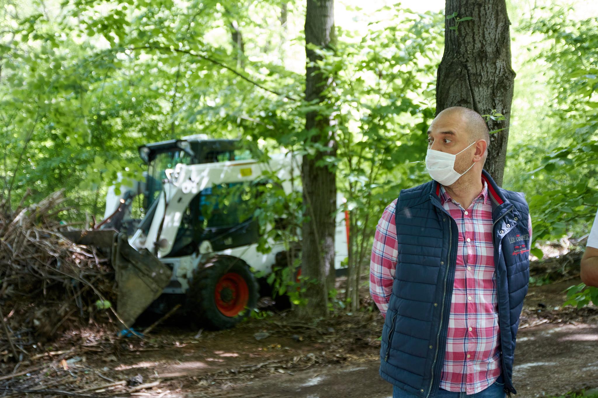 Primarul Sectorului 2 a fost voluntar pentru ecologizarea spațiilor verzi de la Institutul Oncologic și Spitalul Fundeni