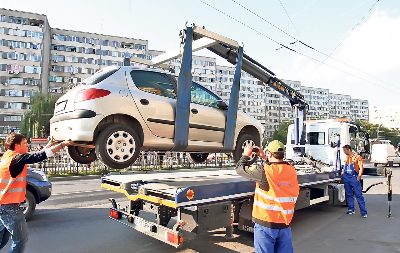 ridicarea mașinilor parcate neregulamentar