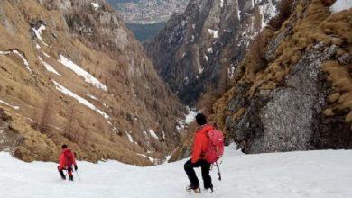Photo of Un bucureștean a supraviețuit o noapte pe munte după ce și-a făcut adăpost în zăpadă