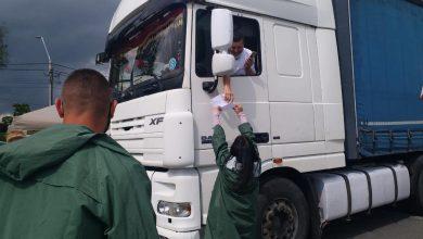 Photo of Un șofer hotărât s-a dus cu TIR-ul să se vaccineze împotriva COVID-19