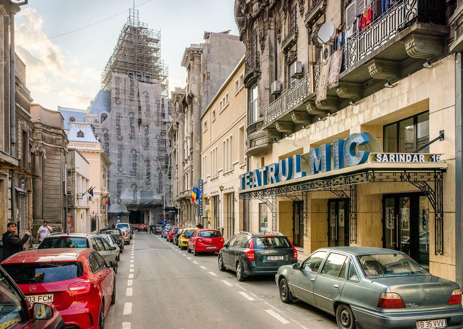 Teatrul Mic din București se redeschide sâmbătă.