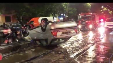 Photo of Accident spectacular azi-noapte în București. Un șofer s-a răsturnat cu maşina pe bulevardul Chișinău