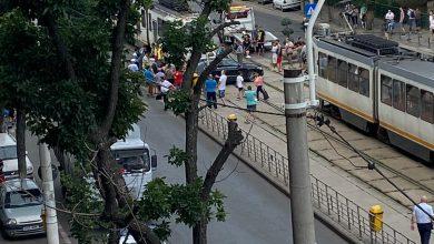 Photo of Accident grav între un tramvai și un automobil. Linia de tramvai 32 este blocată