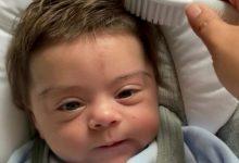 """Photo of Nu-l mai putem ocoli pe """"Bebelușul Viral de la Naștere""""!  Mai ales că ne duce cu gândul la Nicușor Dan"""