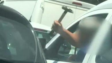 Photo of Incident în traficul din București: un șofer a amenințat cu un ciocan un alt conducător auto | VIDEO