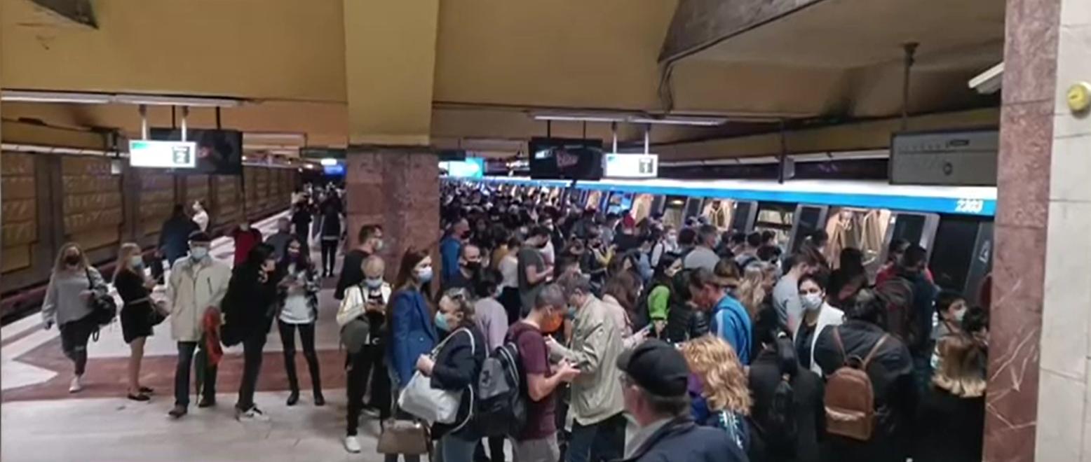 Defecțiune tehnică pe Magistrala 2. Un tren de metrou a fost retras din circulație, la oră de vârf