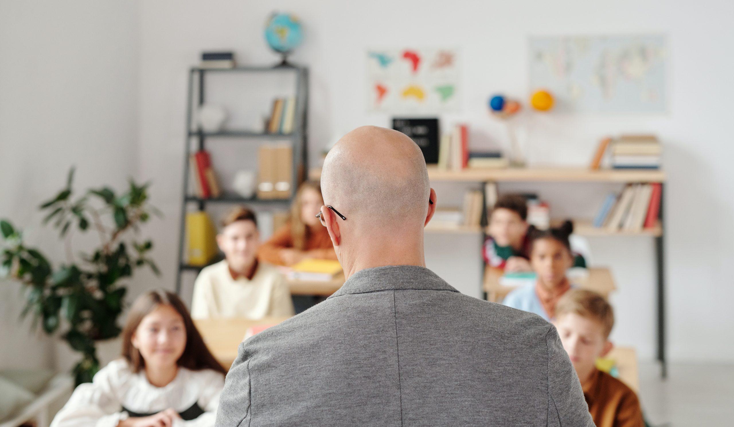 Elevă sechestrată de un profesor, după ce ar fi băut în clasă. Totul s-a petrecut la o școală din Ilfov