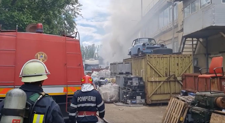 Care ar putea fi cauza incendiului de la depozitul de deșeuri din Militari