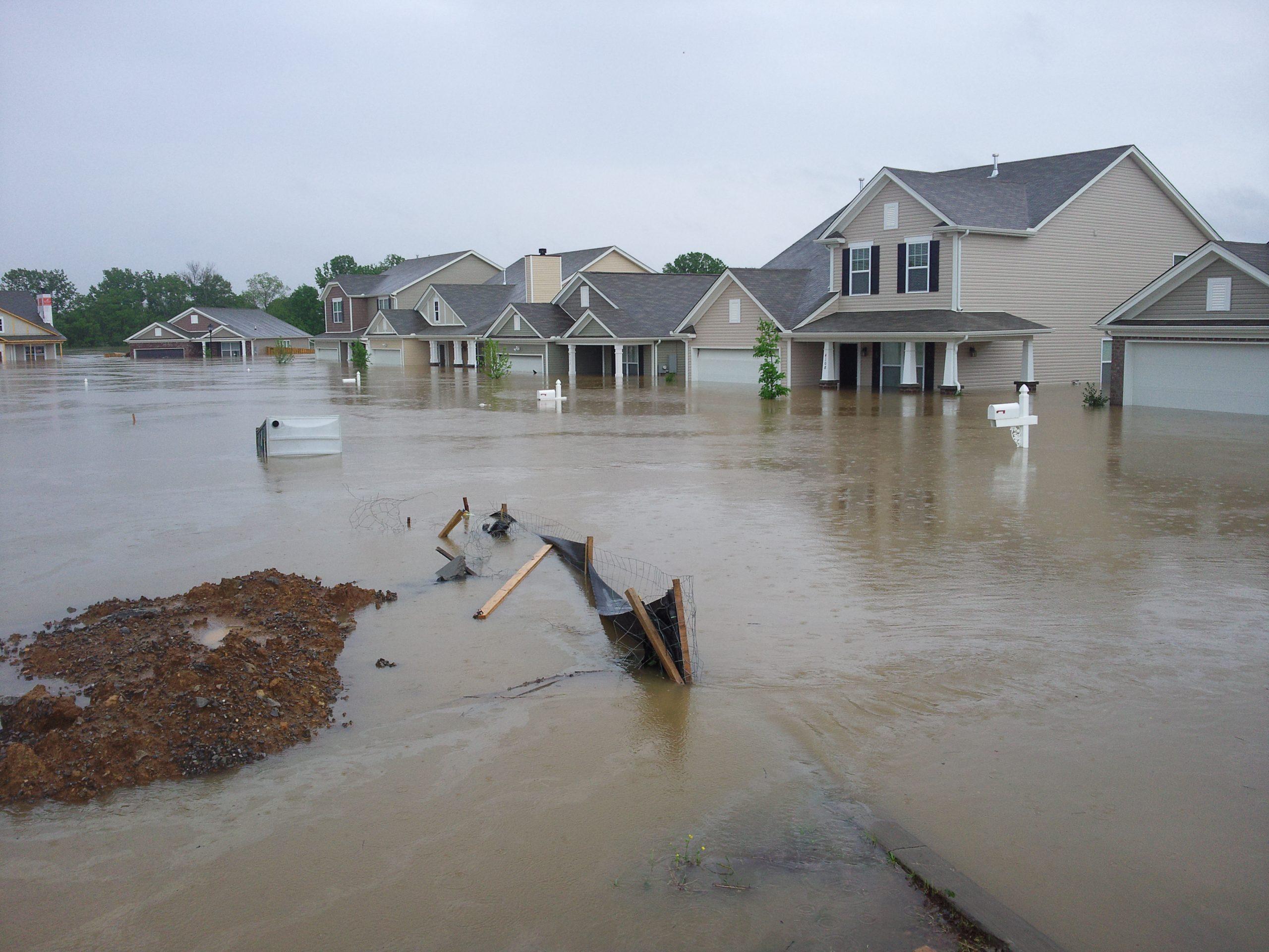 Ajutoare pentru familiile afectate de inundaţii