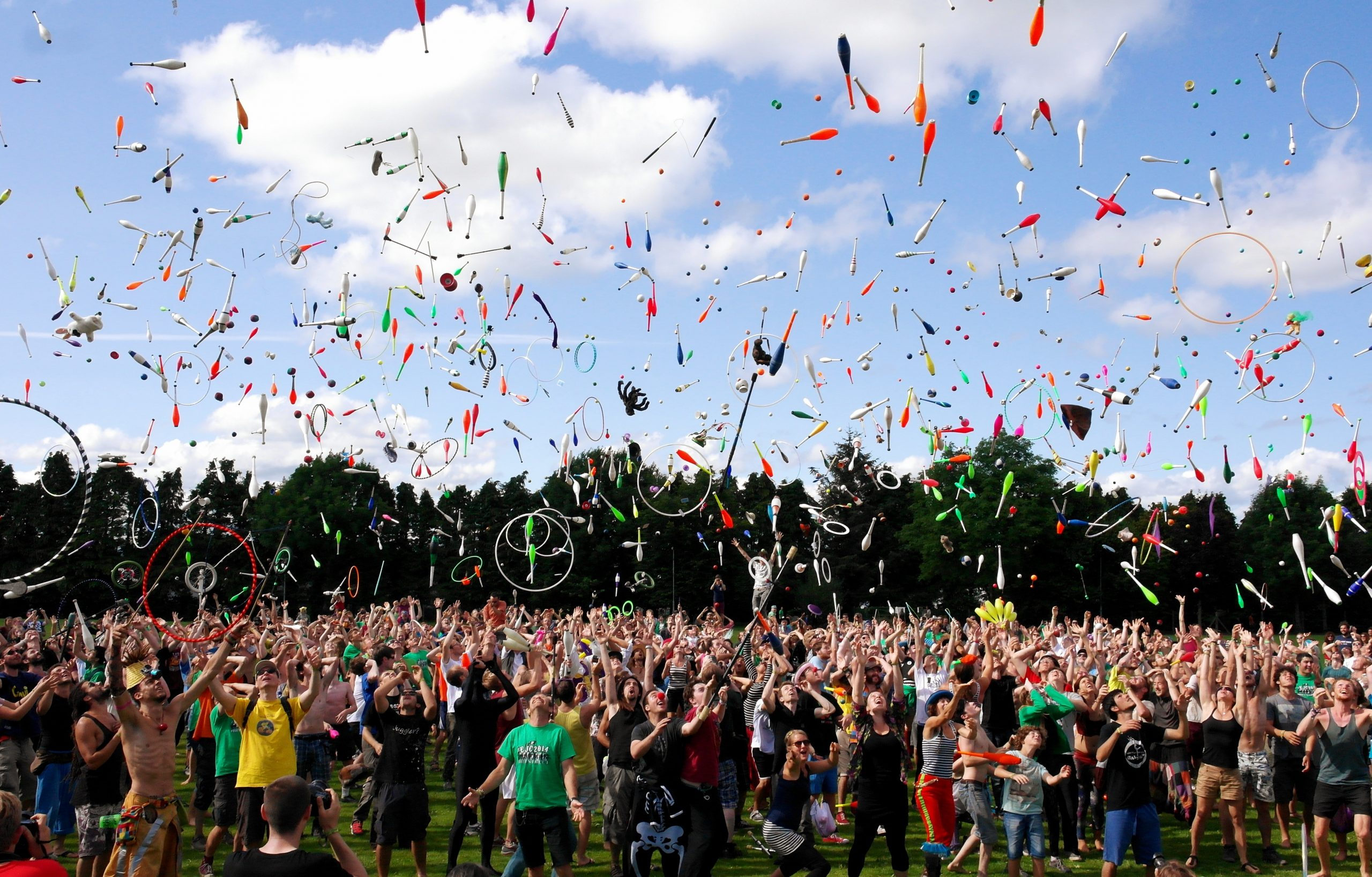 Lista noilor măsuri de relaxare aplicate de la 1 iulie: nunți cu sute de invitați și concerte cu 2.500 de participanți