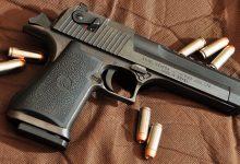 Photo of Un bucureștean și-a uitat pistolul în cabina de probă din mall. Bonus, avea și nouă gloanțe