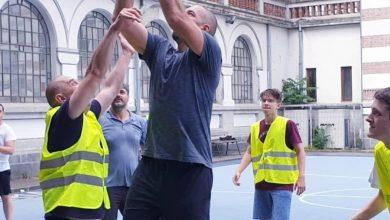 Photo of Școlile din Sectorul 2 și-au redeschis porțile pentru comunitate. Radu Mihaiu a jucat baschet alături de Virgil Stănescu