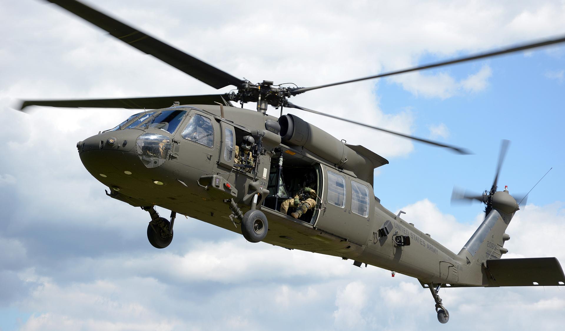 Black Hawk Down de București. Tot ce trebuie să știi despre elicopterul care a aterizat forțat în traficul din Capitală. (Plus ironia sorții: în film, acțiunea se petrece în Somalia)