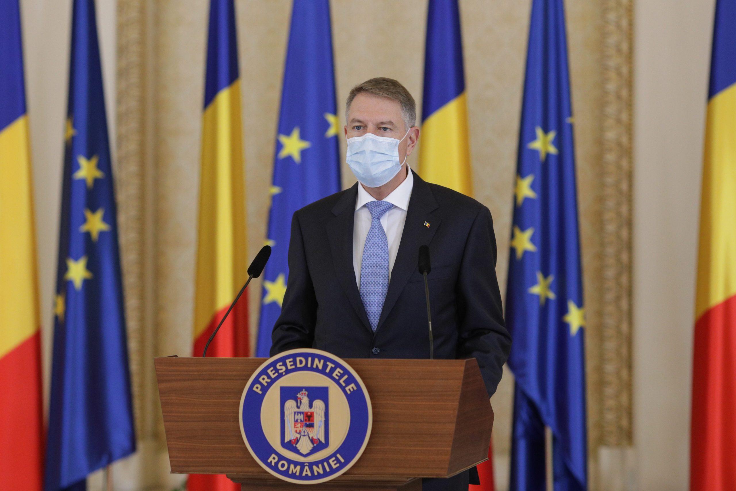 Klaus Iohannis a promulgat legea care prevede creșterea ajutoarelor sociale