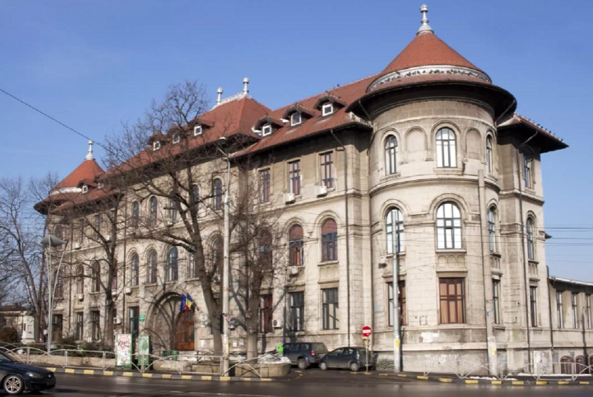 Conducerea Colegiului Gheorghe Şincai a fost notificată să evacueze clădirea