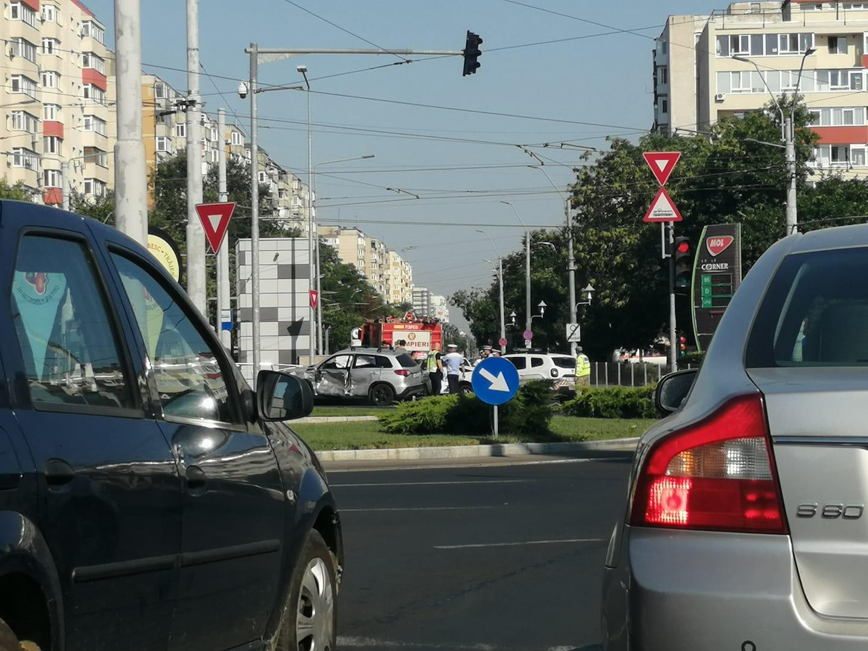 Accident în zona Piața Sudului. O autospecială militară a lovit o mașină