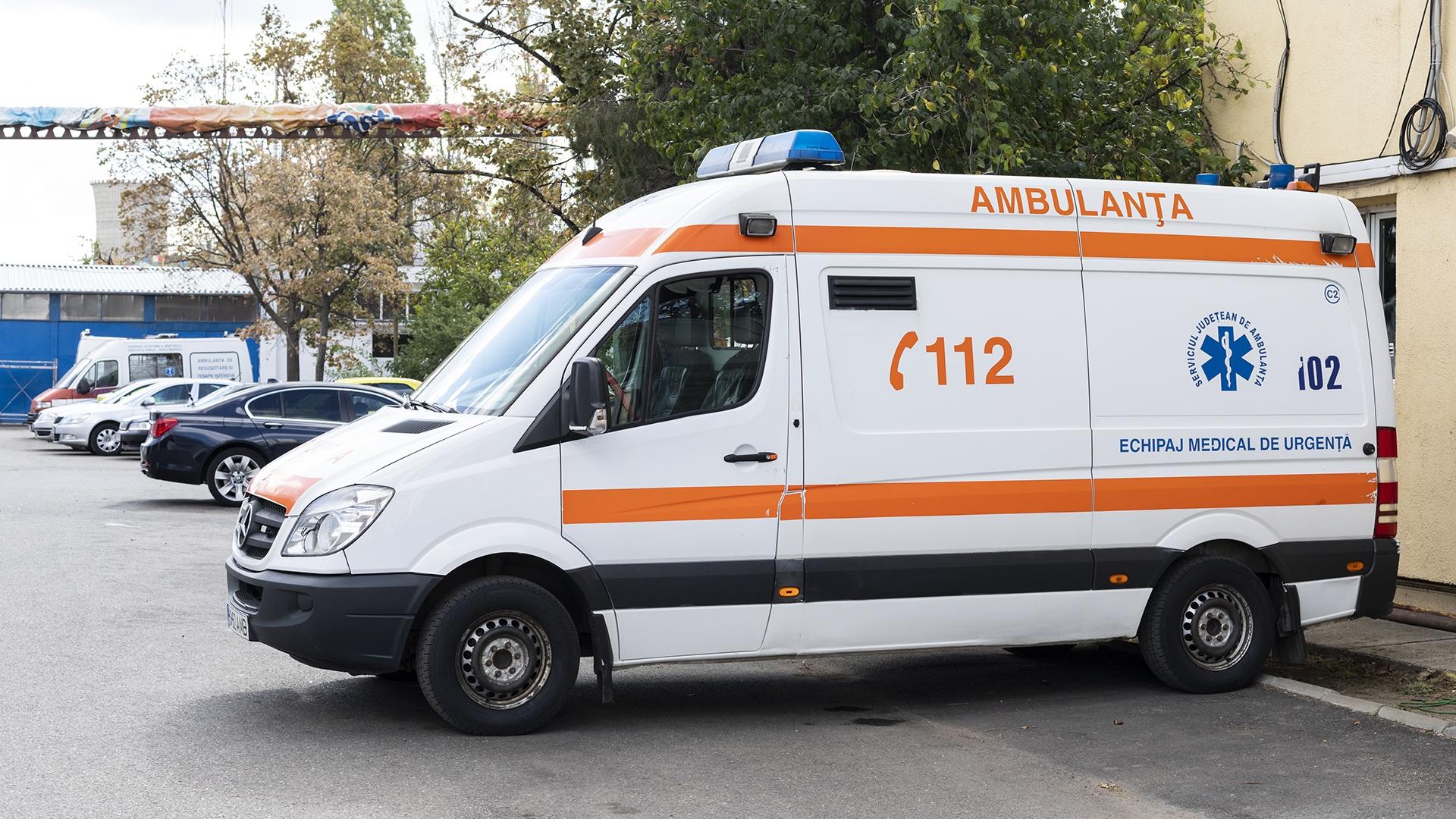 """Apelul verii la 112: """"Alo, am o urgență, fiul meu este vegetarian!"""". O femeie din Botoșani a sunat la Ambulanță pentru că fiul său nu vrea să mănânce carne"""