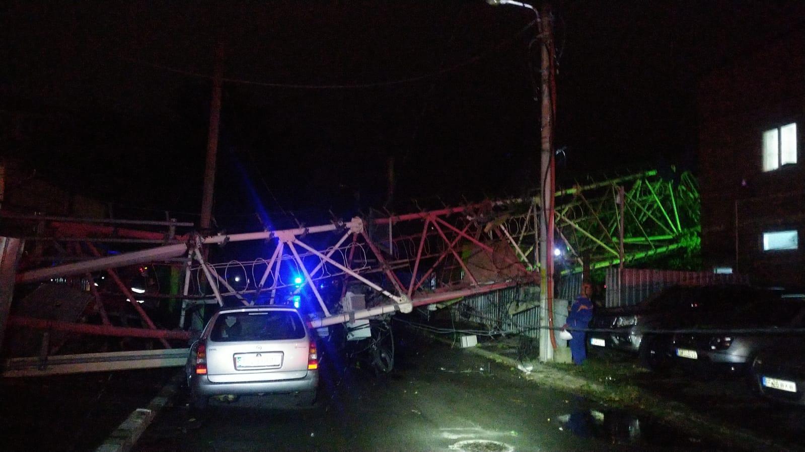 Furtuna a făcut prăpăd în București