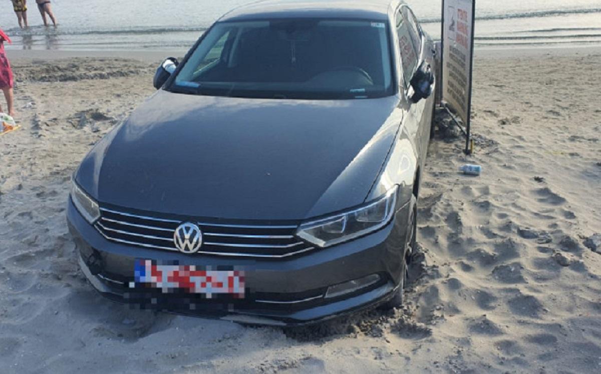 Un bucureștean și-a parcat mașina pe plajă, la Saturn. Amenda dată de polițiști l-a răcorit