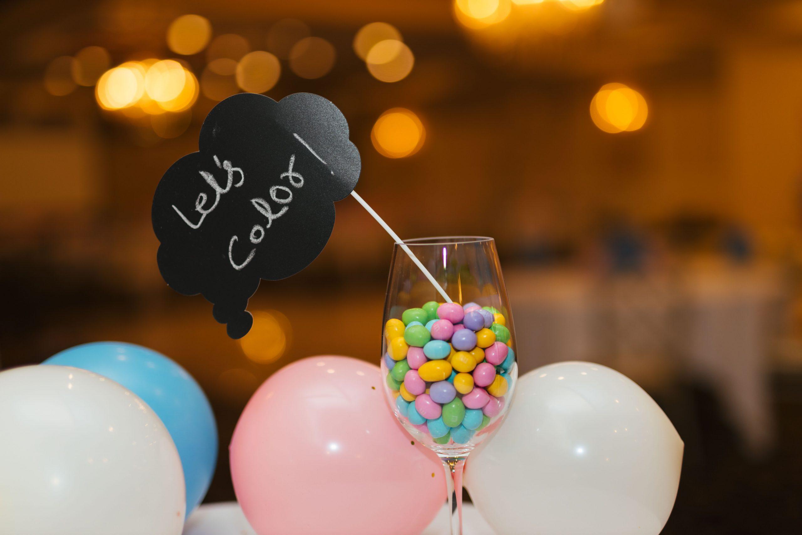 Cabina foto la nuntă: distracție garantată și avantaje nebănuite