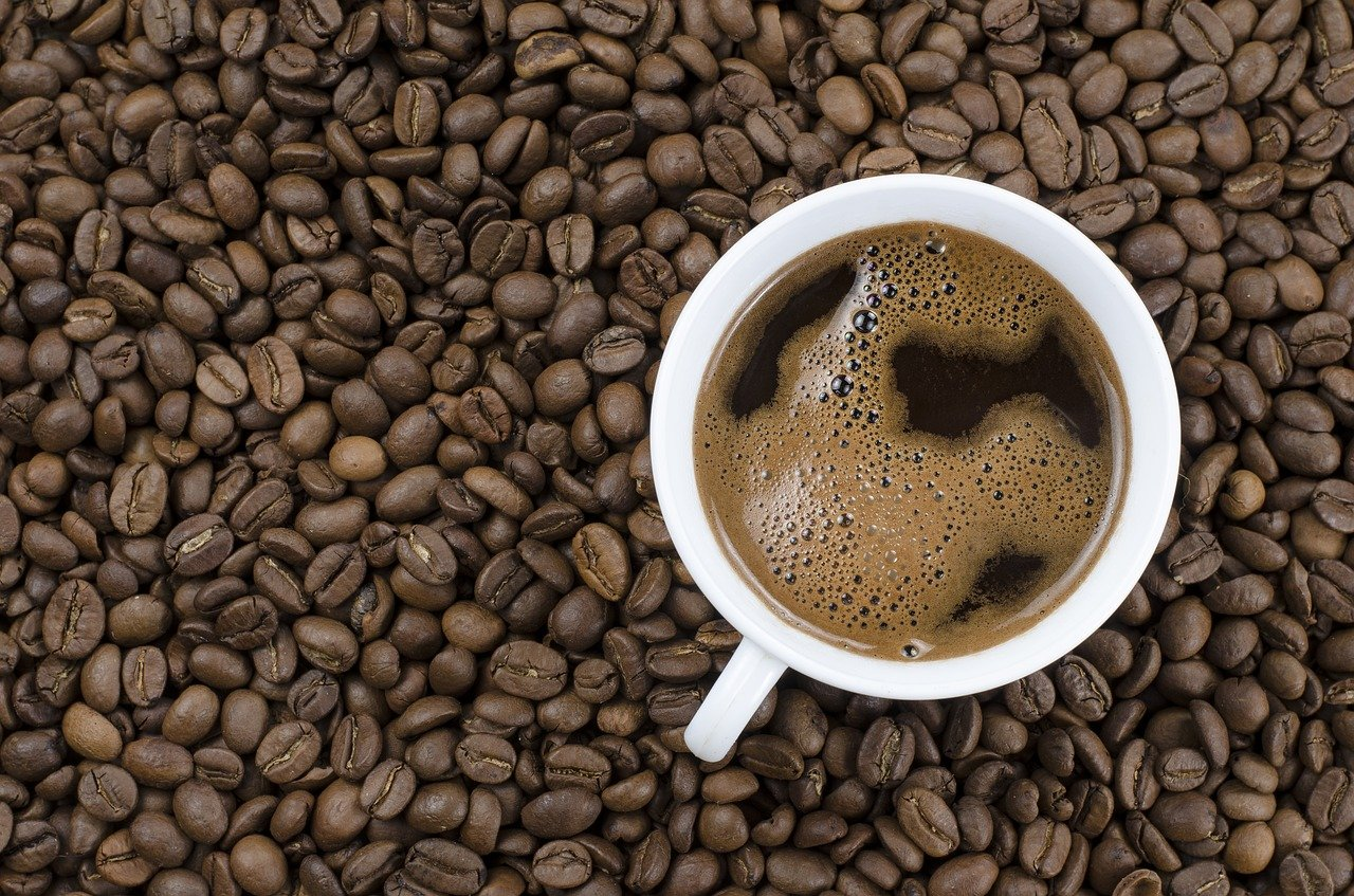 Bună, dar costă. În București o cafea e mai scumpă decât în Roma sau Madrid (Studiu)