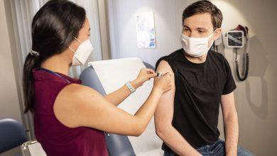 Photo of Cum își motivează statele de pe Glob populația să se vaccineze. De la găini și ouă la lingouri și apartamente de lux
