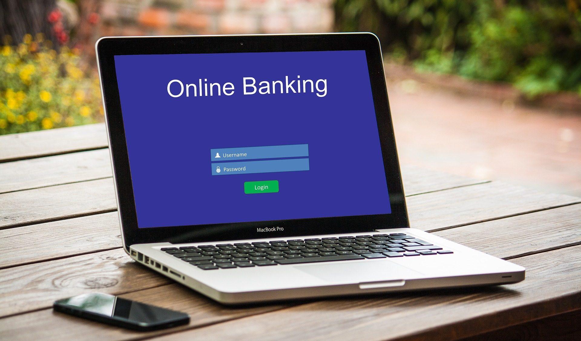 Ce trebuie să scrii la detaliile unui transfer bancar online