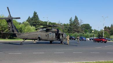 Photo of Incident aviatic în București. Un elicopter a aterizat în mijlocul Pieței Charles de Gaulle din Capitală FOTO